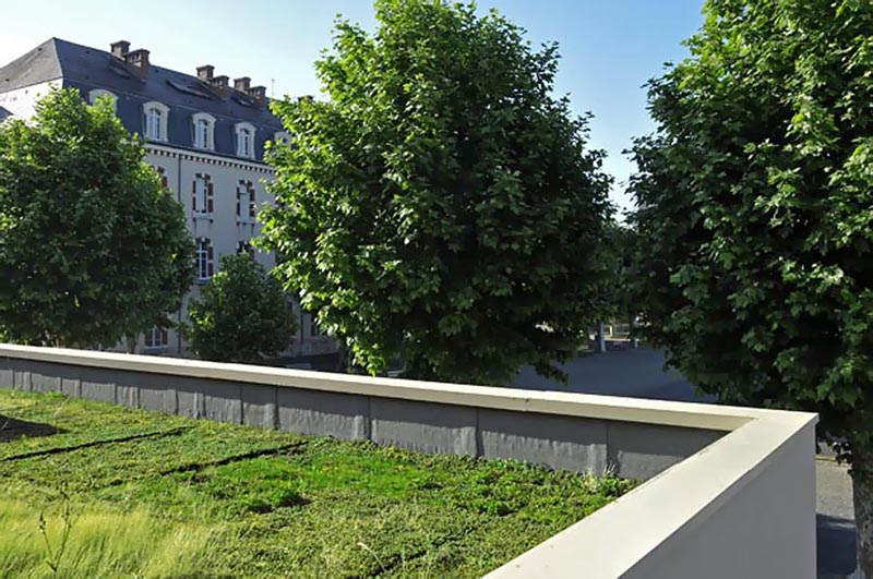 Terrasse engazonnée au Lycée Professionnel Reffye de Tarbes